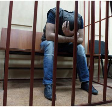 Бывший крупный начальник из ФСИН застрелился в зале суда в Москве