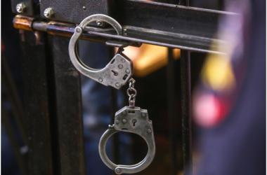 В Москве шестеро уголовников обстреляли автосалон и сожгли десяток автомобилей