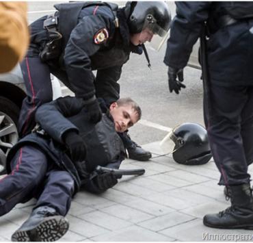 Приезжий их Липецка в Москве покалечил дух полицейских