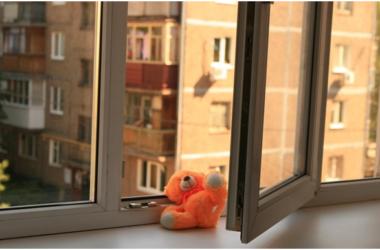 В Москве погибли двое выпавших из окна деток