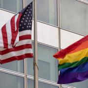 Над посольством США в Москве вывесили флаг ЛГБТ-сообщества