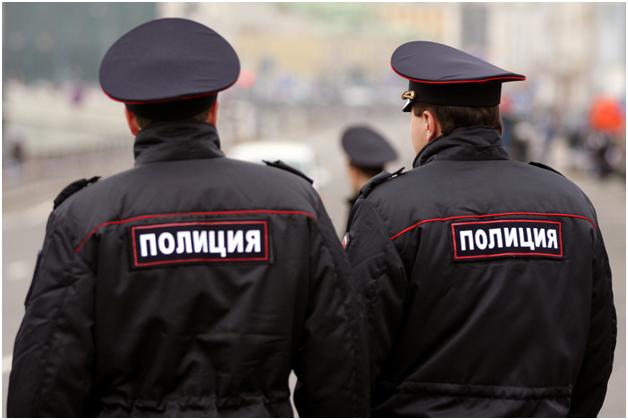 В Москве задержали троих полицейских, подбросивших наркотики