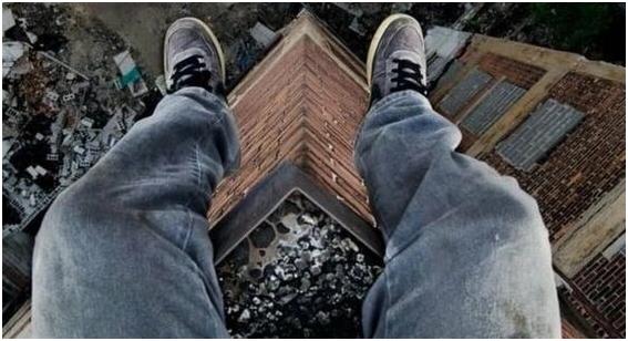 Встреча рассвета по-московски: 17-летний студент сорвался с крыши 16-этажного дома