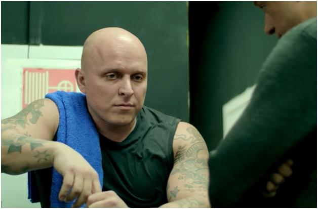 В Москве жестоко избили актёра, играющего гопников