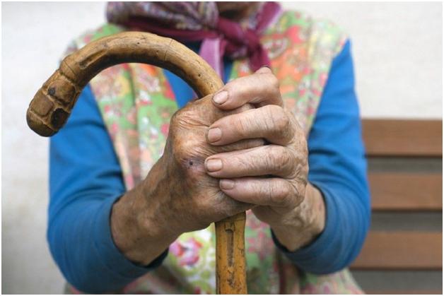 92-летняя жительница Москвы обвинила в своей смерти сиделку