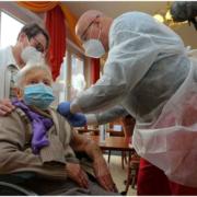 В Москве стартовала запись пожилых горожан на вакцинацию от коронавируса
