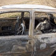 На парковке у «Авентуры» загорелся автомобиль