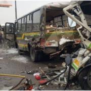 Под Москвой самосвал таранил автобусы с военнослужащими: имеются погибшие и раненые