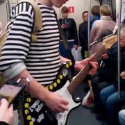 Фальшививший музыкант избил сделавшего ему замечание пассажира метро
