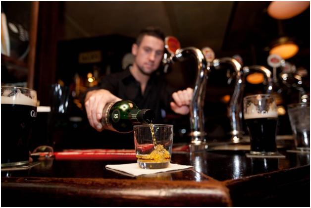 Москвич лишился в баре почти миллиона рублей