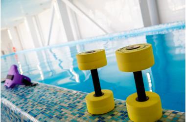 В бассейне фитнес-центра в Москве погиб 80-летний мужчина